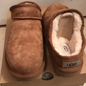 Ugg classic slipper size 8-NEW